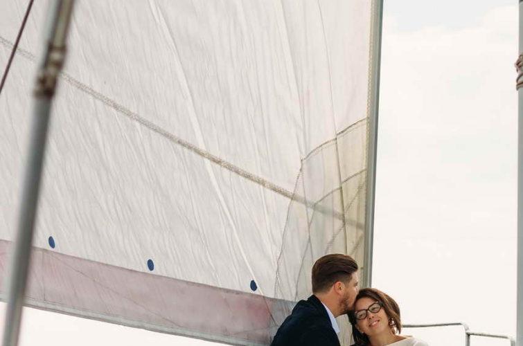 фотосессия пары на яхте
