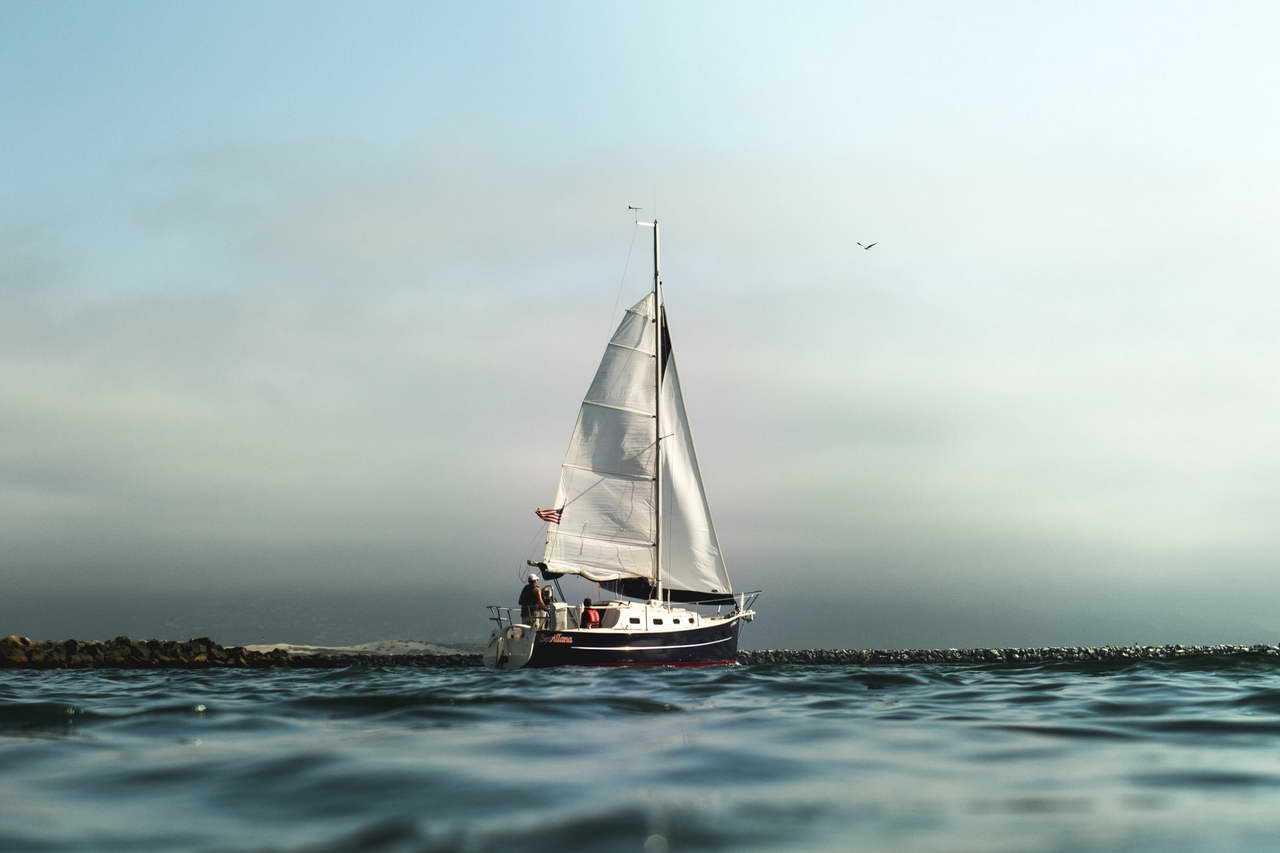 яхта в море фото