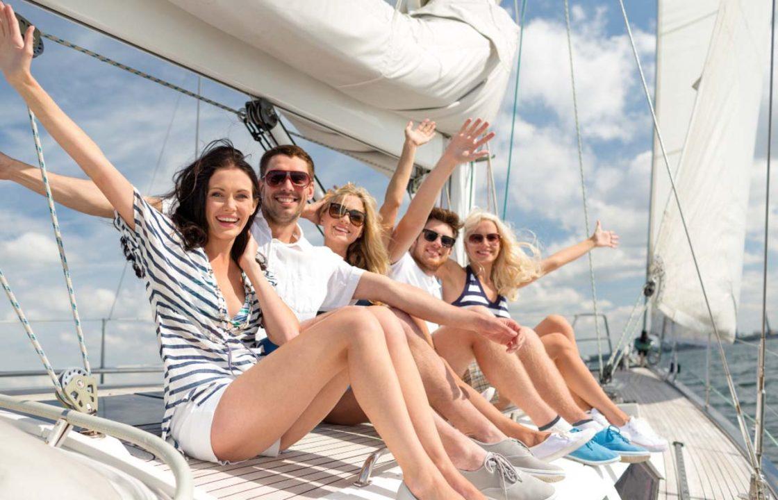 друзья на яхте
