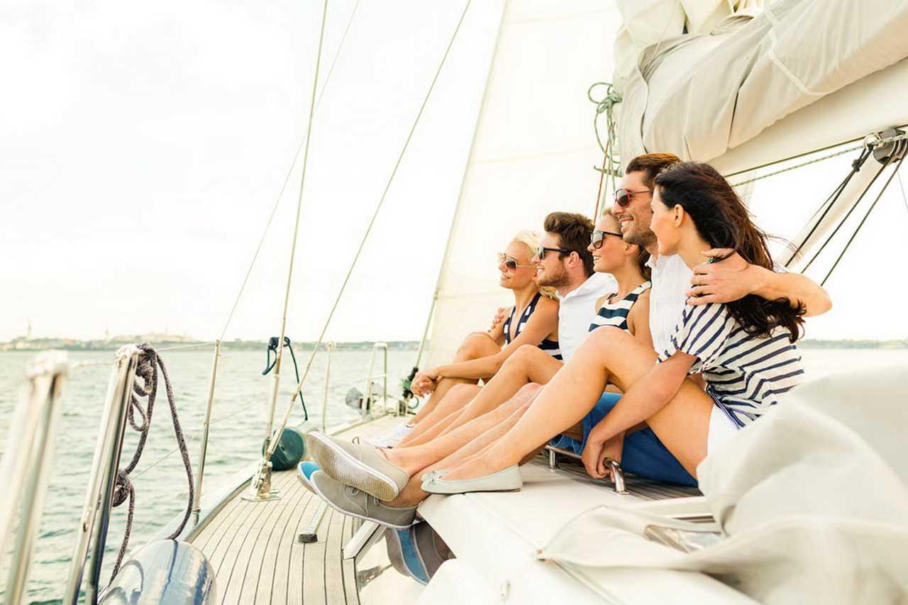 люди на яхте фото